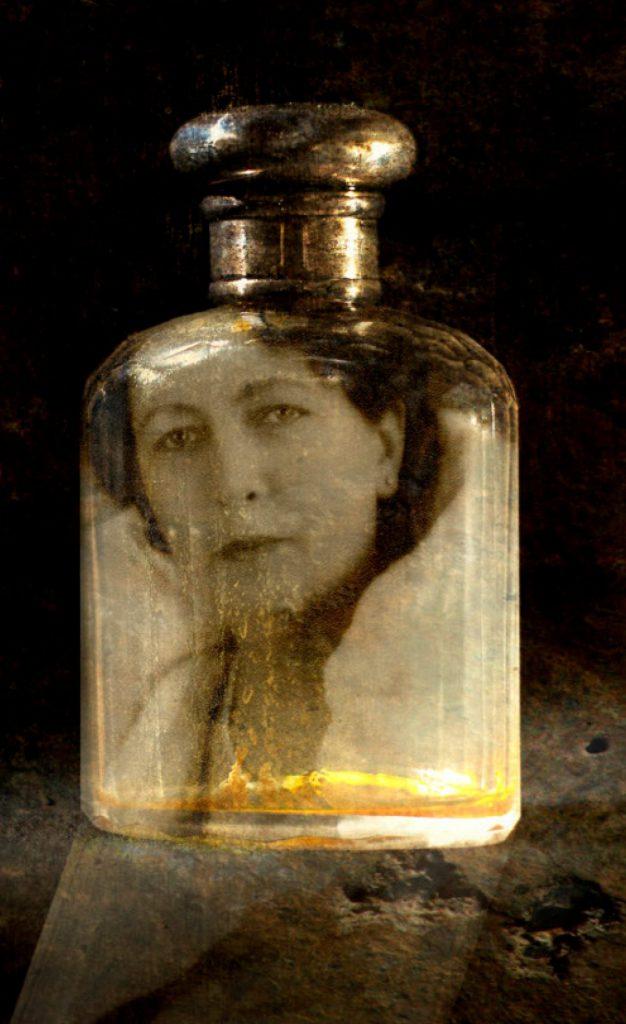 Inzoomad: Hildas ansikte pryder en parfymflaska.